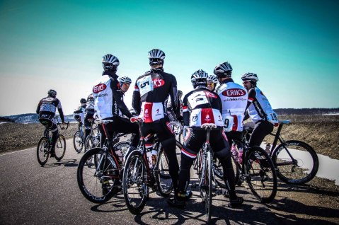 Team members talking before the Durand Road Race - Image Prenzlow Perspectives