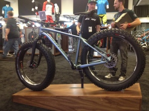 Building on the success of the popular Fatboy, Specialized has developed the SL (Superlight) version to trim weight and improve performance all around.