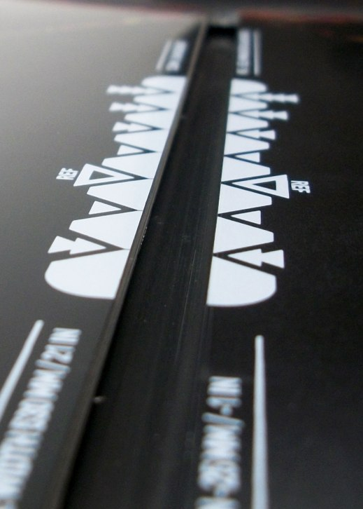 Markings alongside the channel provide for clear and easy stance width selection.