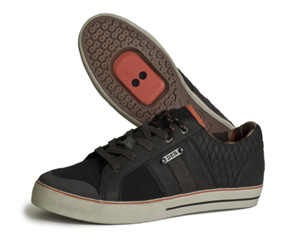 With great looks and a reinforced nylon sole, the Cove is a great option for Urban riders.